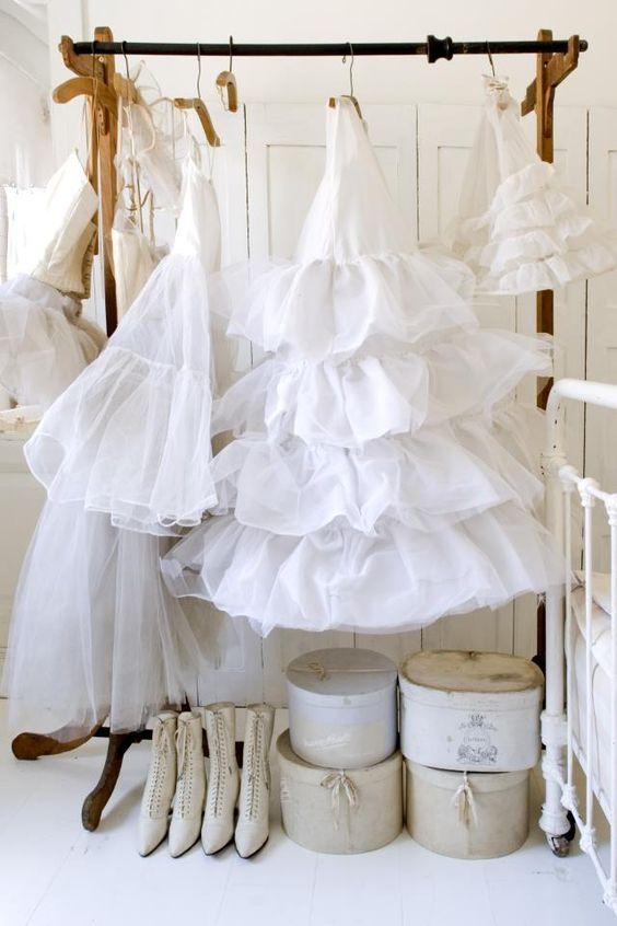 Как стирают свадебное  в химчистке