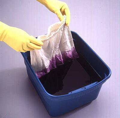 Покрасить одежду в черный цвет в домашних